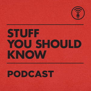 medium stuff you should know 1461418231 - Improve your English listening skills with podcasts