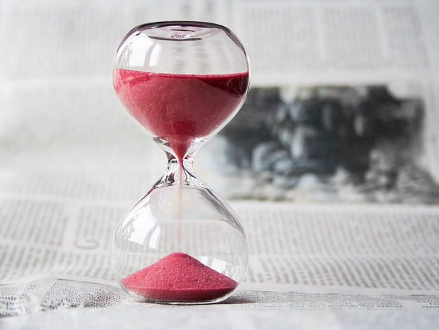 hourglass 620397 640 - How Many Words Should You Write for IELTS?